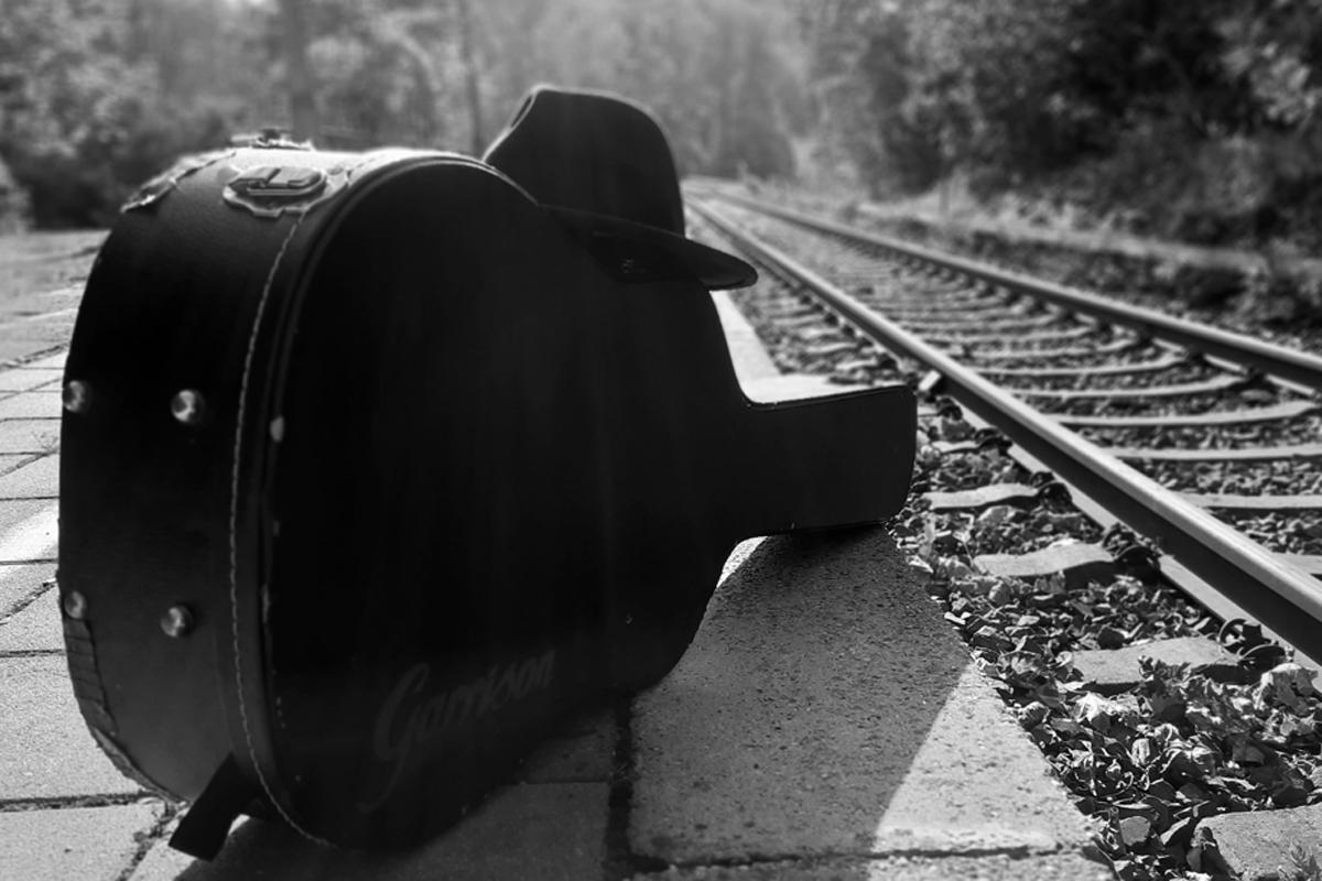 Gitarre und Hut